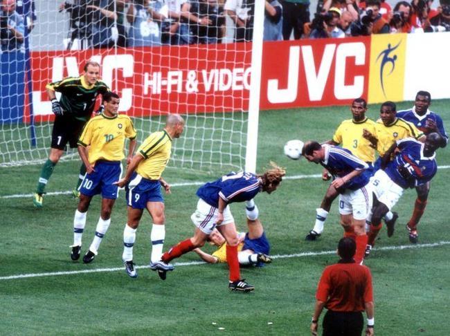 zidane-deuxieme-but-coupe-du-monde-1998